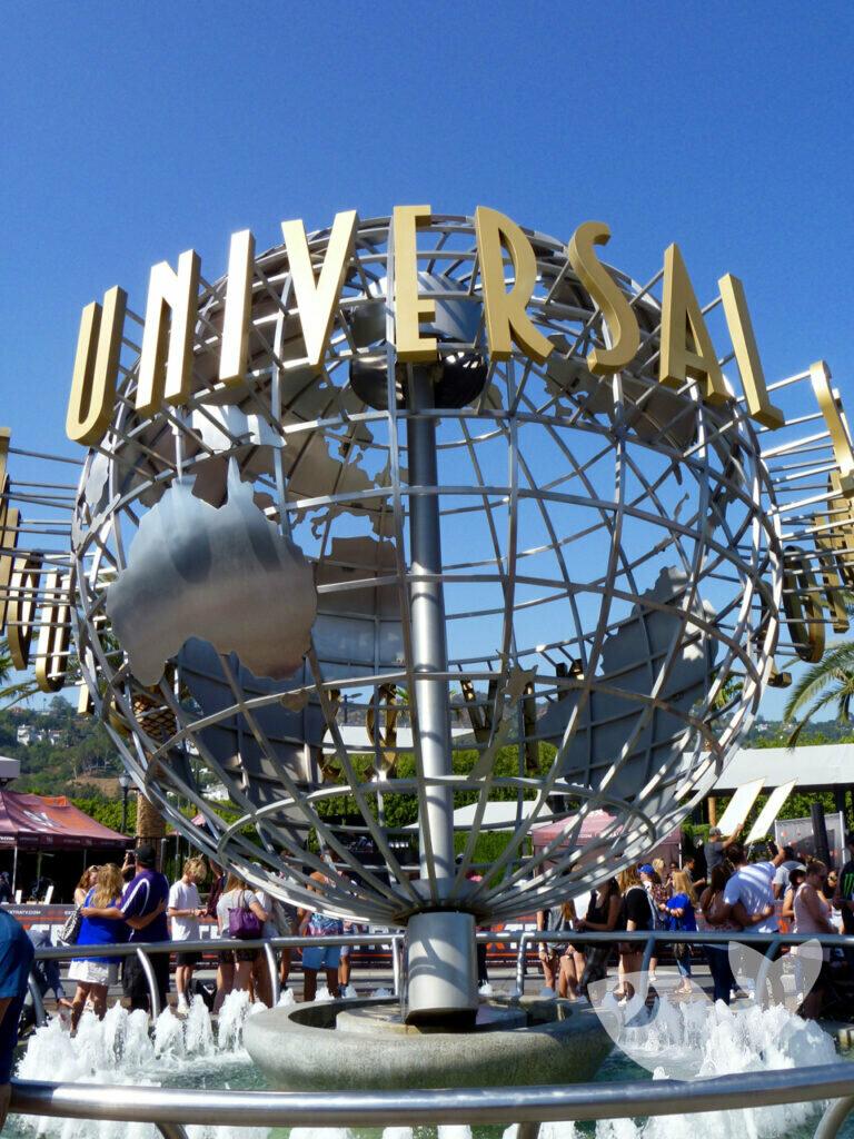 Globus am Eingang zu den Universal Studios Hollywood