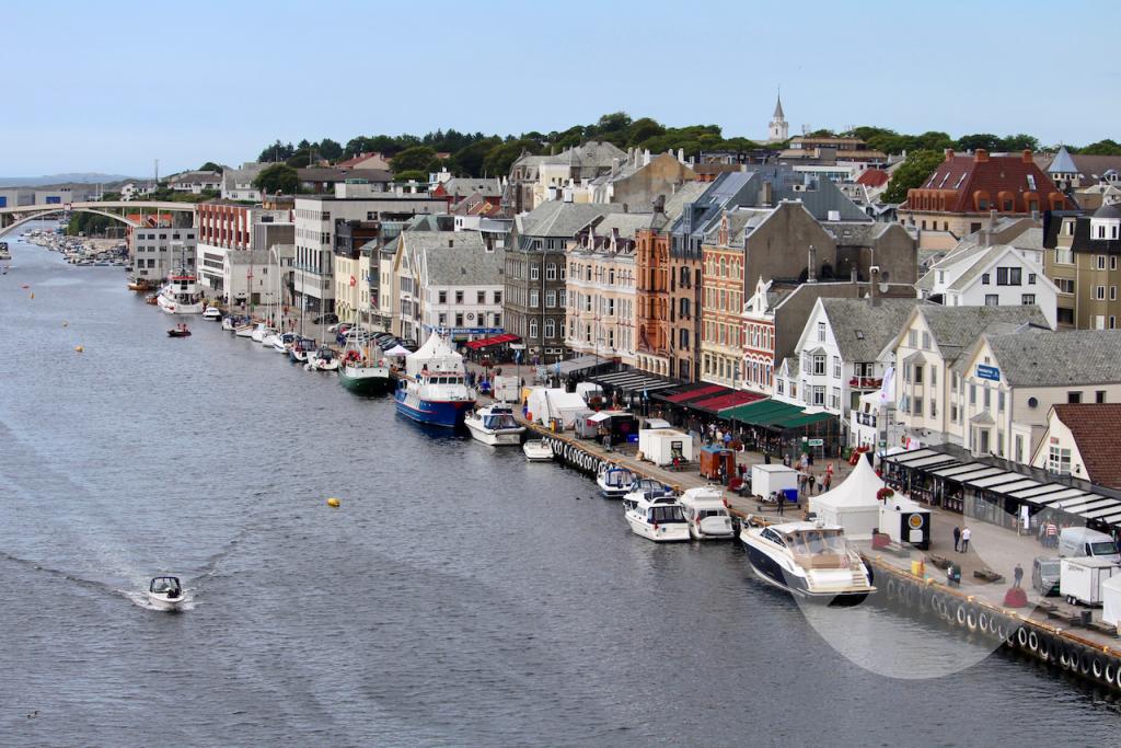 Blick auf die Handelsstadt Haugesund an der Westküste Norwegens