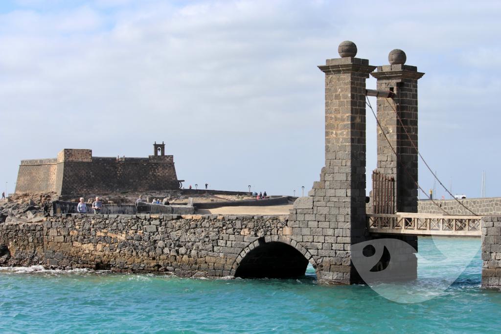 Blick auf das 'Castillo de San Jose Museum' in Arrecife