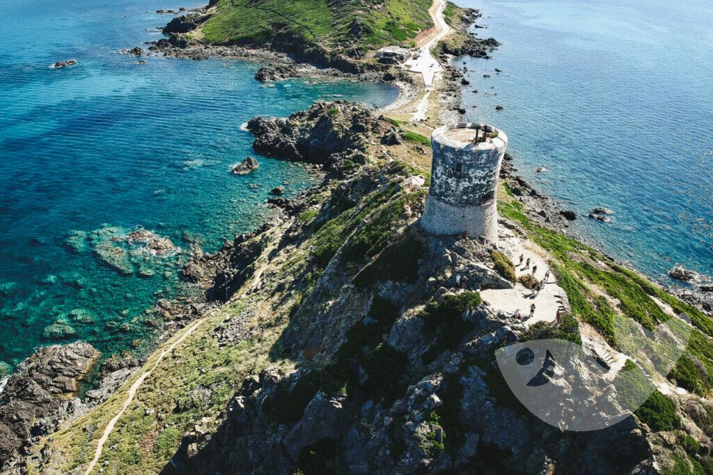 Halbinsel am Pointe De La Parata mit dem erhaltenen genuesischen Turm