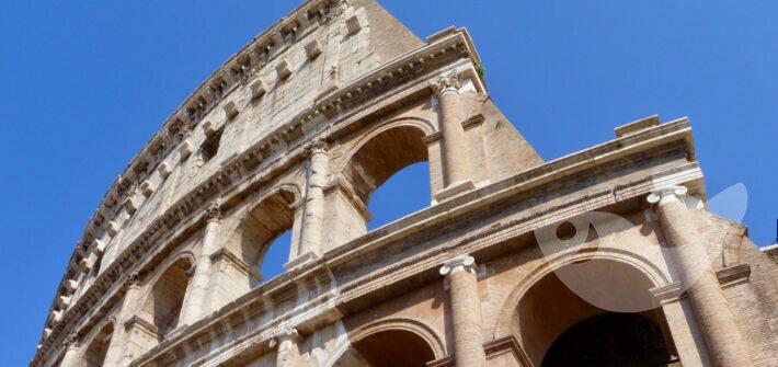 Fassade des Kolosseums im antiken Rom