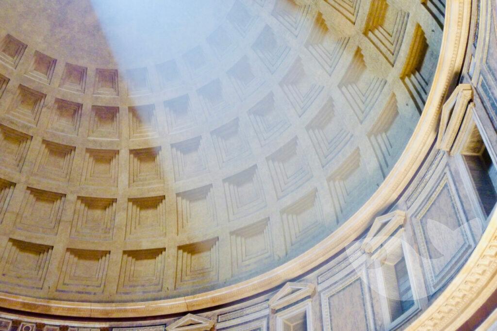 Lichteinfall durch das Loch in der Kuppel des Pantheon