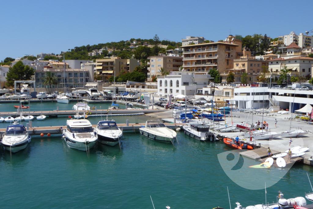 Wassersport-Center im Hafen von Cala Nova, Sant Agustí