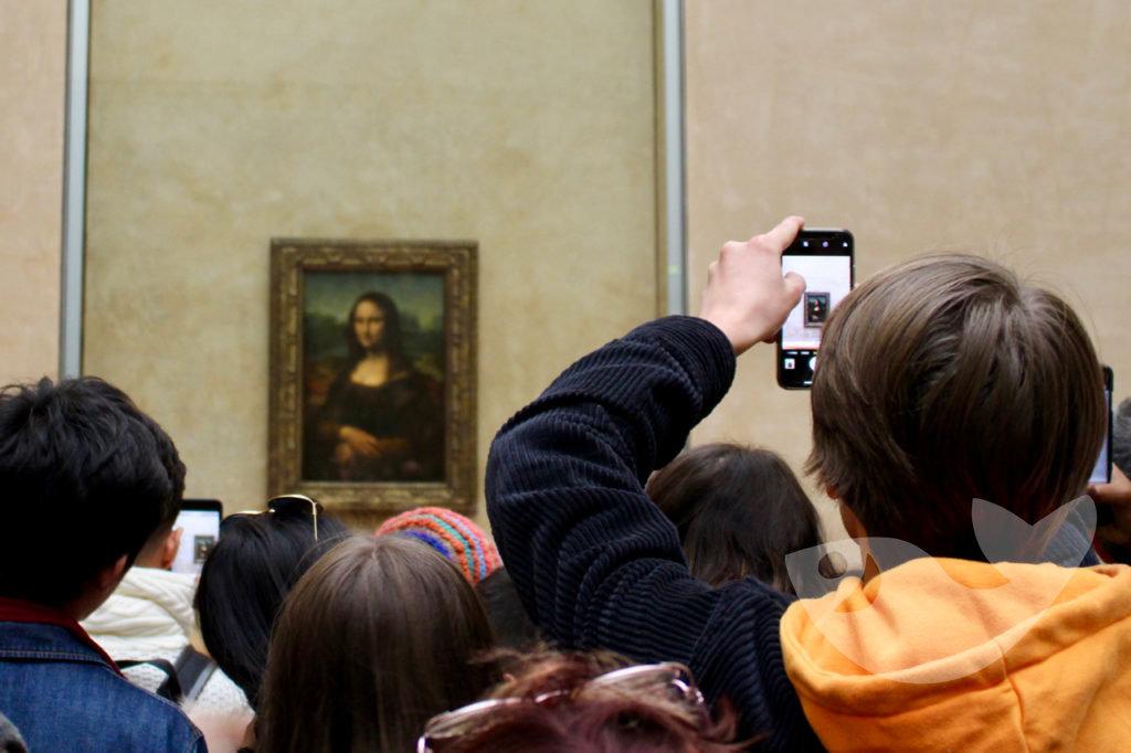 Andrang vor der Mona Lisa im Louvre Museum