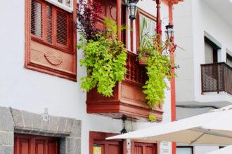 Kunstvoll verzierte Holzbalkone, Santa Cruz de la Palma