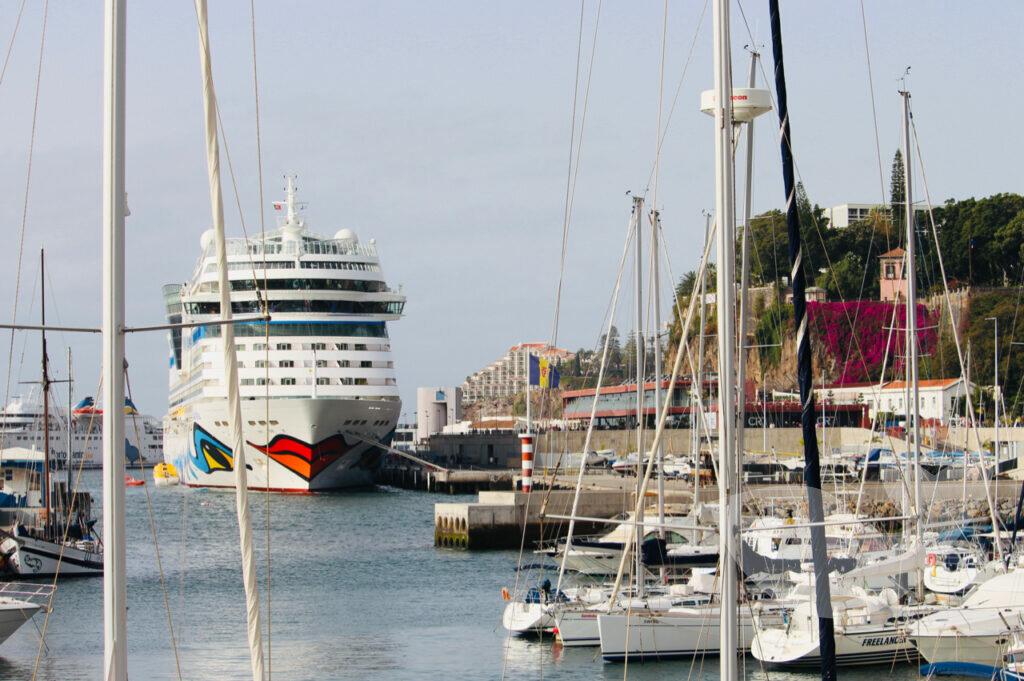 AIDA im Hafen von Funchal