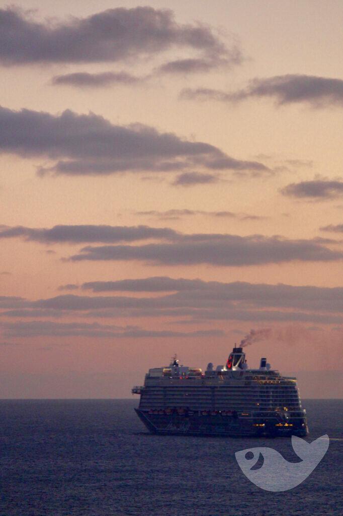 Sonnenuntergang bei der Abfahrt im Hafen von Arrecife, Lanzarote